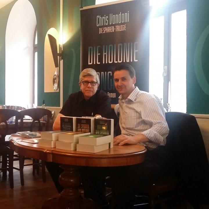 Chris Vandoni mit seinem Verleger Ronny Spiegelberg