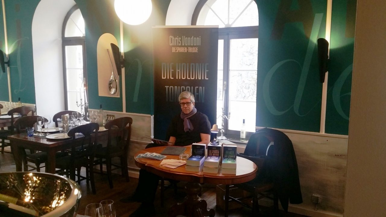 Chris Vandoni vor der Buchlesung in Aarburg